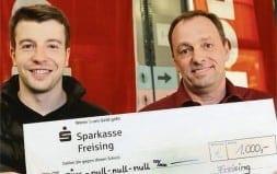 Spendenübergabe für Menschen-in Not