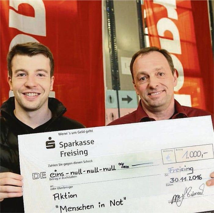 Spendenübergabe für Menschen in Not